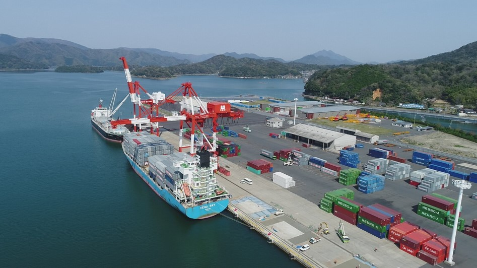 舞鶴=中国定期航路就航船